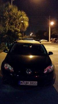 Volkswagen Jetta nocą